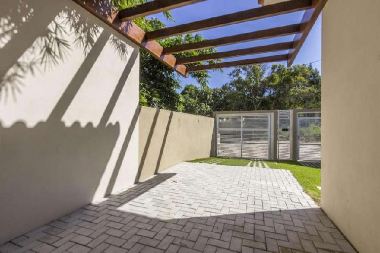 Casa com 02 dormitórios praia de zimbros bombinhas (sc)