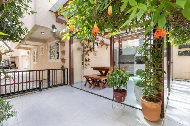 Casa de condomínio para venda possui 150 metros quadrados