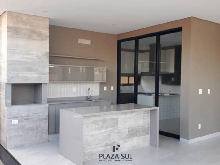 Casa à venda no Condomínio Damha VI com 03 dormitórios