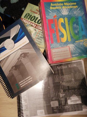 Livros sobre administração, documentação imobiliária,