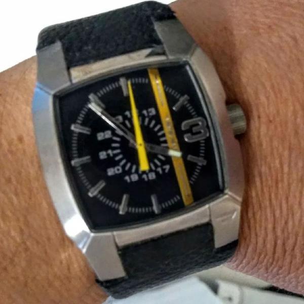 Relógio diesel dz-1059 quadrado aço e couro
