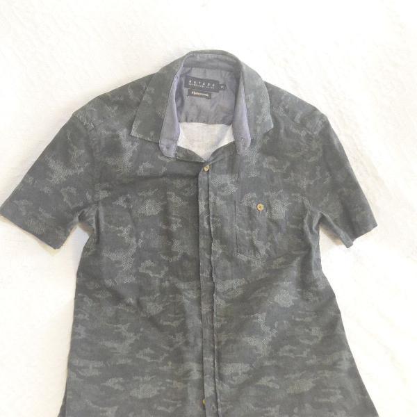 Camisa masculina curta estampa militar