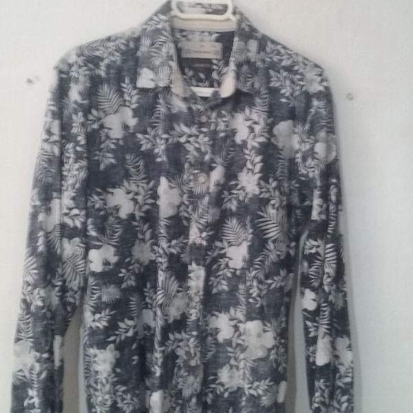Camisa masculina em linho estampa floral em excelente estado