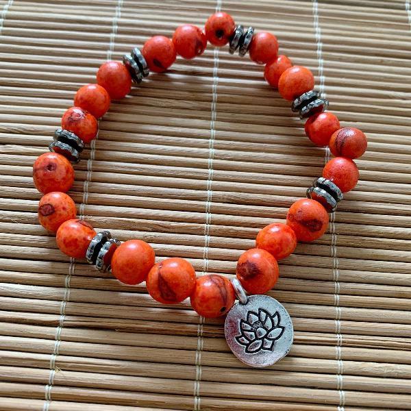 Pulseira sementes de açaí laranja pingente flor da vida