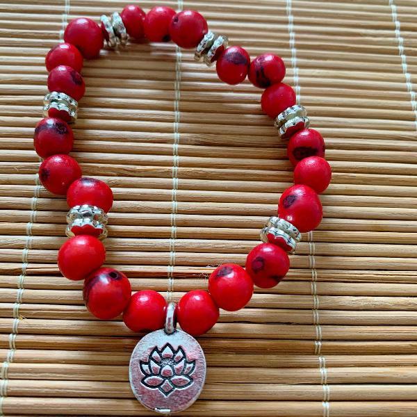 Pulseira sementes de açaí vermelho pingente flor da vida
