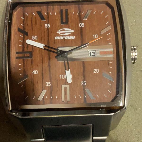 Relógio robusto e belíssimo em aço escovado e fundo