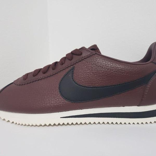 Tênis casual de couro nike cortez classic leather marrom