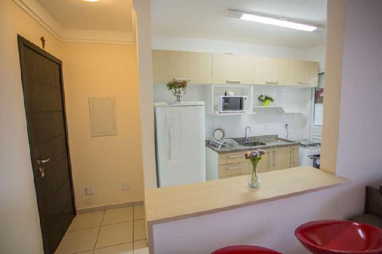 Apartamento de 2/4 sendo uma suíte mobiliado, condomínio