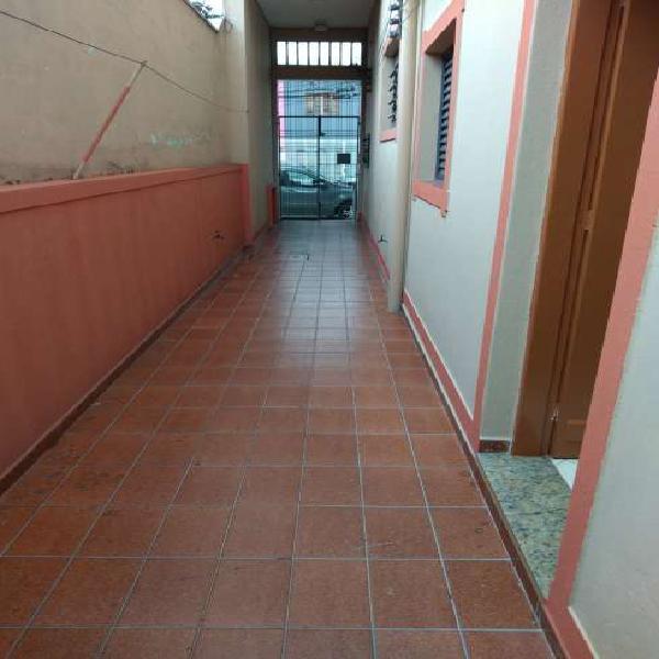Casa para aluguel possui 40 metros quadrados com 1 quarto em