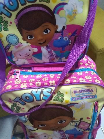 Linda ? mochila da doutora brinquedos
