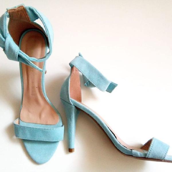 Sandália tira de nó laço camurça azul claro