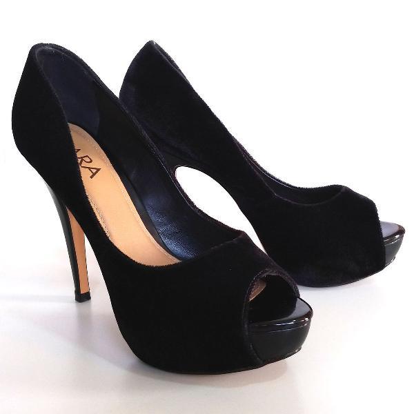 Peep toe preto em veludo lindo nº 36 usado uma vez.
