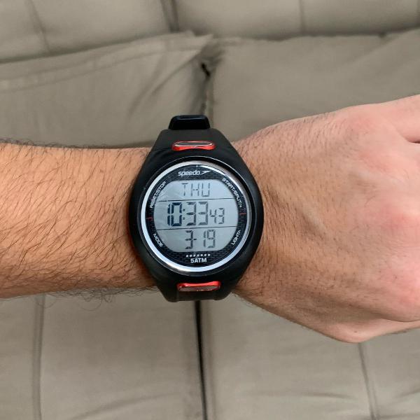 Relógio digital speedo com várias funções
