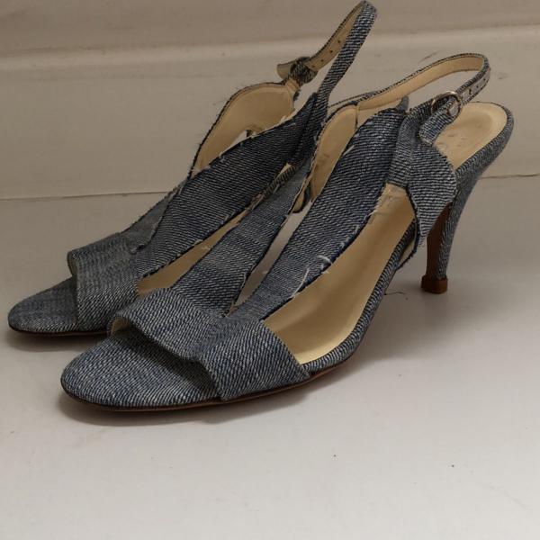 Sandália jeans claro chanel