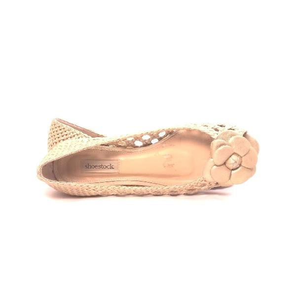 Sapatilha dourada shoestock
