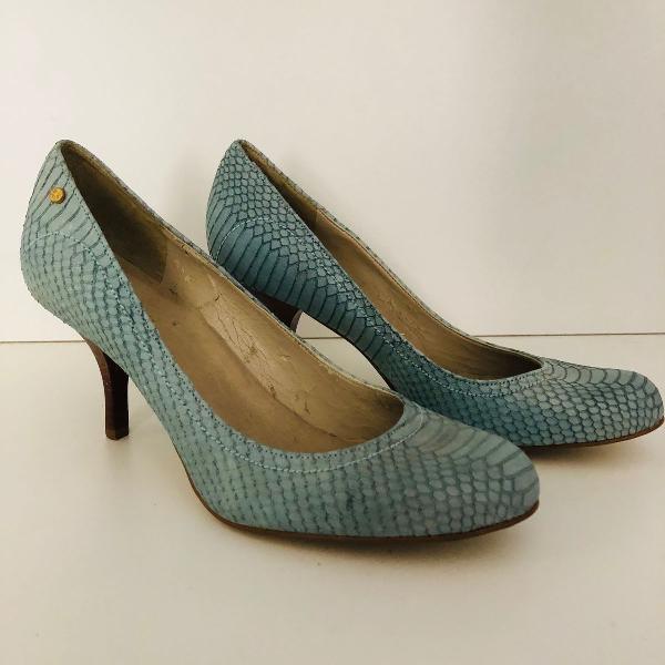 Sapato azul de couro sintético