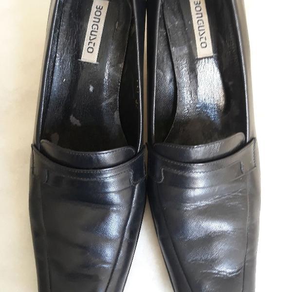 Sapato social em couro bomgusto
