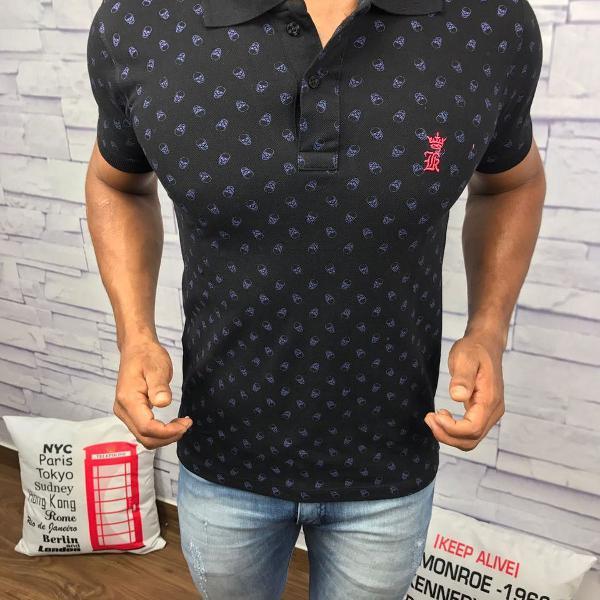 Sergio k polo masculina preta estampa caveira com logo