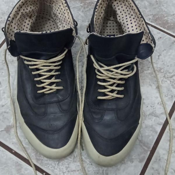 Tênis cano alto azul marinho shoestock