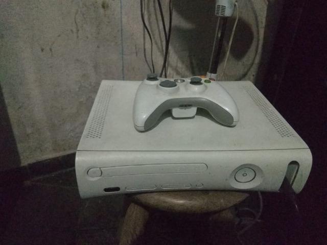 Xbox 360 desbloqueado com 1 manete e 3 jogos