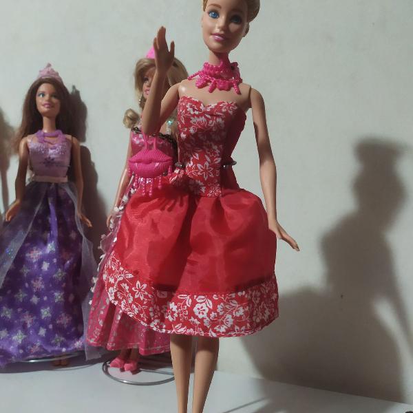 Linda boneca barbie super fashion com roupa e acessorios