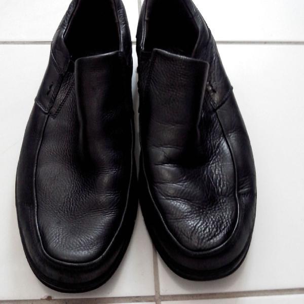 Sapato masculino de couro preto