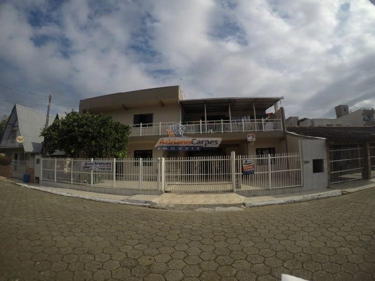 Adriano carpes imóveis vende: casa com 3 apartamentos e 1