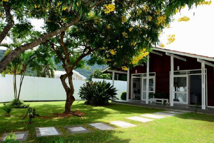 Duas casas com terreno de 1350 m2 , bairro Village, Lagoa da