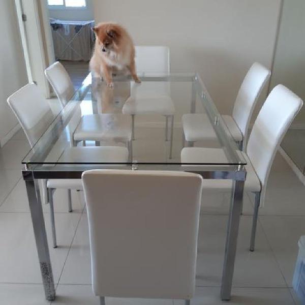 Mesa de jantar de tampo de vidro com 6 cadeiras brancas