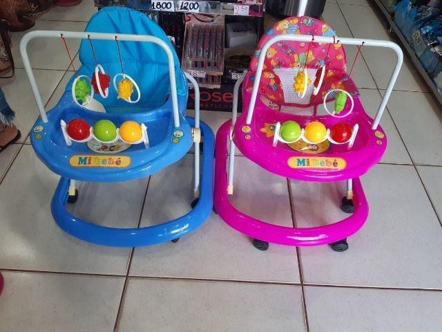 Promoção andador infantil com brinquedo,rosa,novos,entrego