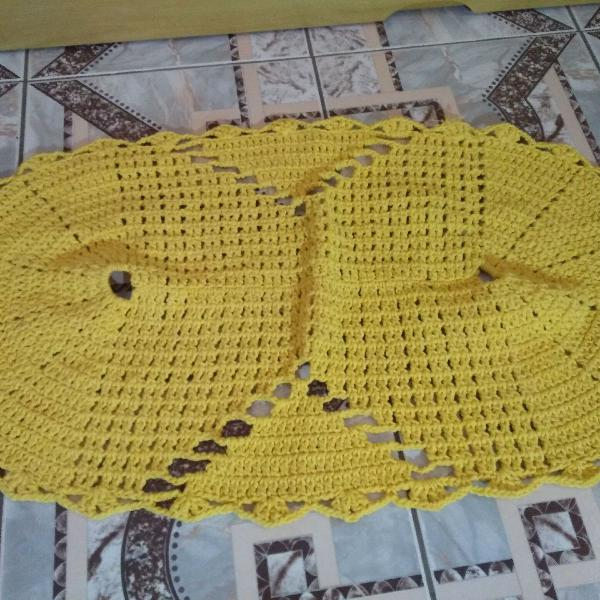 Tapete de crochê amarelo