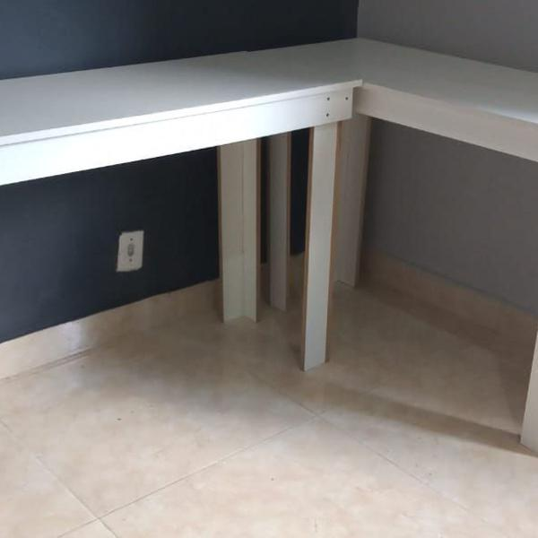 mesa branca para escritório, home office ou casa
