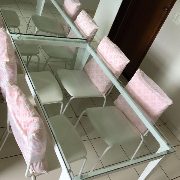 Mesa com 04 cadeiras tok&stok