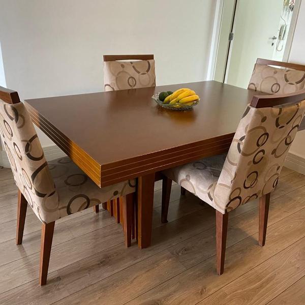 Mesa de madeira com 4 cadeiras + buffet