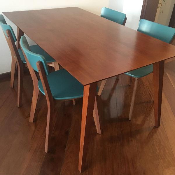 Mesa madeira 6 lugares e 4 cadeiras