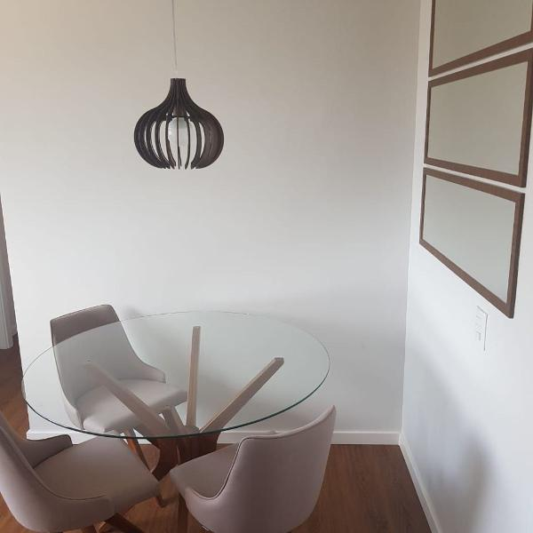 Mesa modelo gavea, tampo de vidro redonda