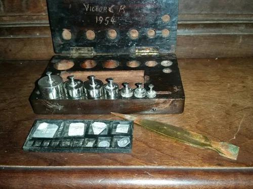 Caixa Mini Cepo Pesos Ourives Balança Antigo.