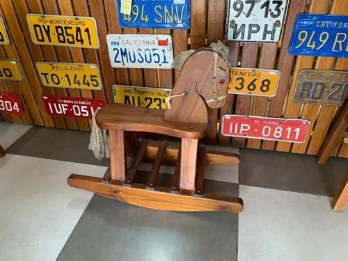 Cavalo de brinquedo antigo