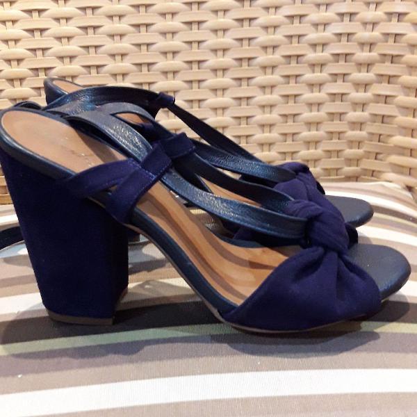 Sandalia azul veludo com couro