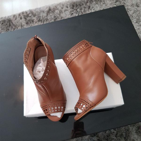 Ankle boots shoestock