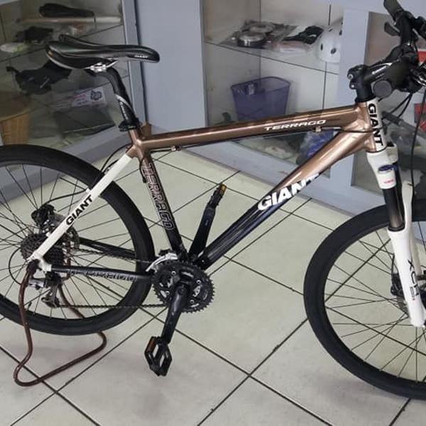 """Bicicleta aro 26"""" giant modelo terrago em ótimo estado de"""