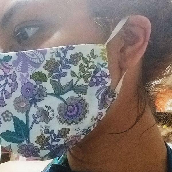 """Mascara de rosto """"cirurgica"""""""