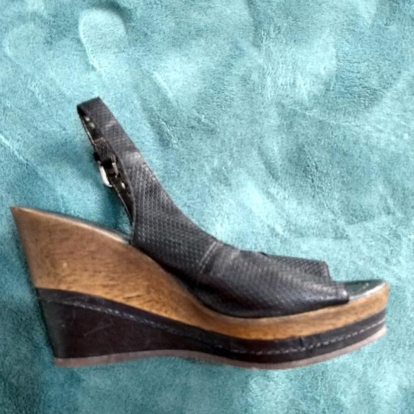 Sandália bottero peep toe preto