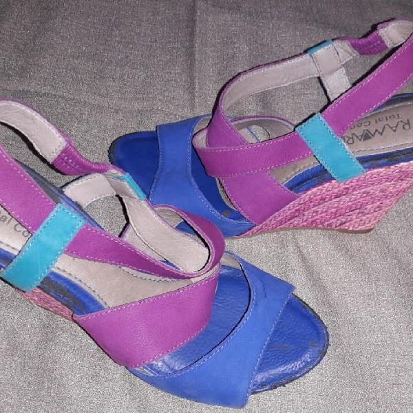 Sandália colorida total confort