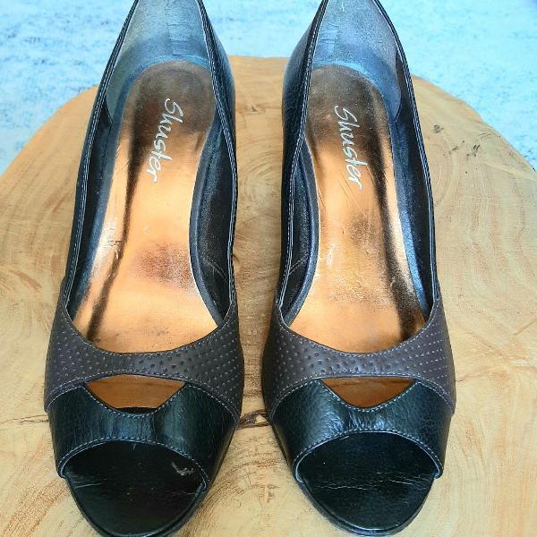 Sapato 'peep toe' couro legítimo, marrom café e chocolate