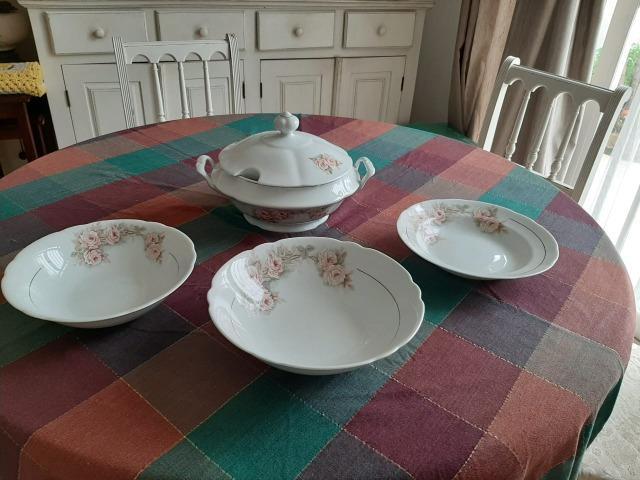 Lindo conjunto de sopeira com tigelas porcelana real brasil