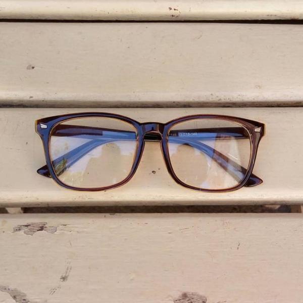 Armação de óculos geek quadrada