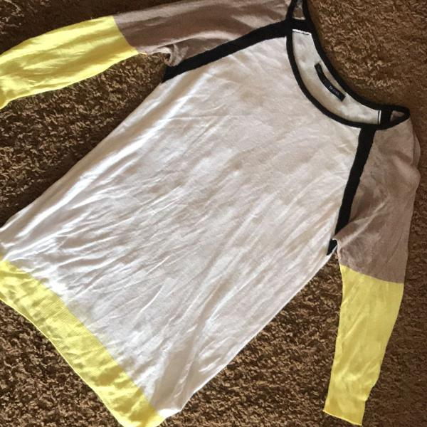Blusa fio tamanho m tri color bem fininha um charme, usada