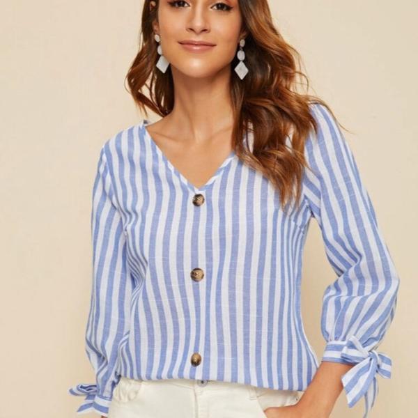Blusa listrada azul e branca - manga longa com detalhe de