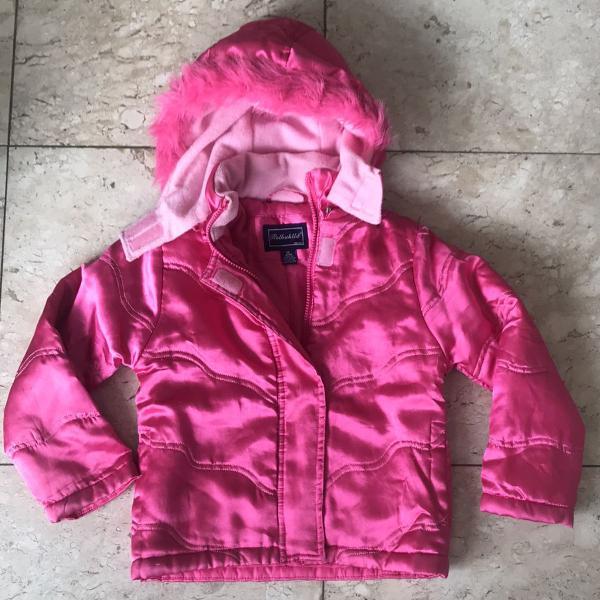 Casaco de frio com capuz removível rosa